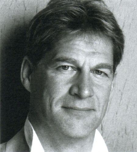 Simon MacCorkindale
